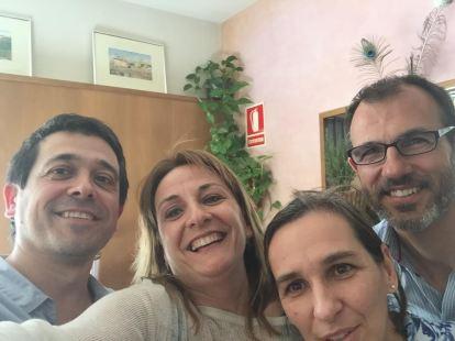 Els candidats de Més per Mallorca Biel Barceló i Més per Menorca, Nel Martí, reunits amb dues representants de MenorcaEdu21.